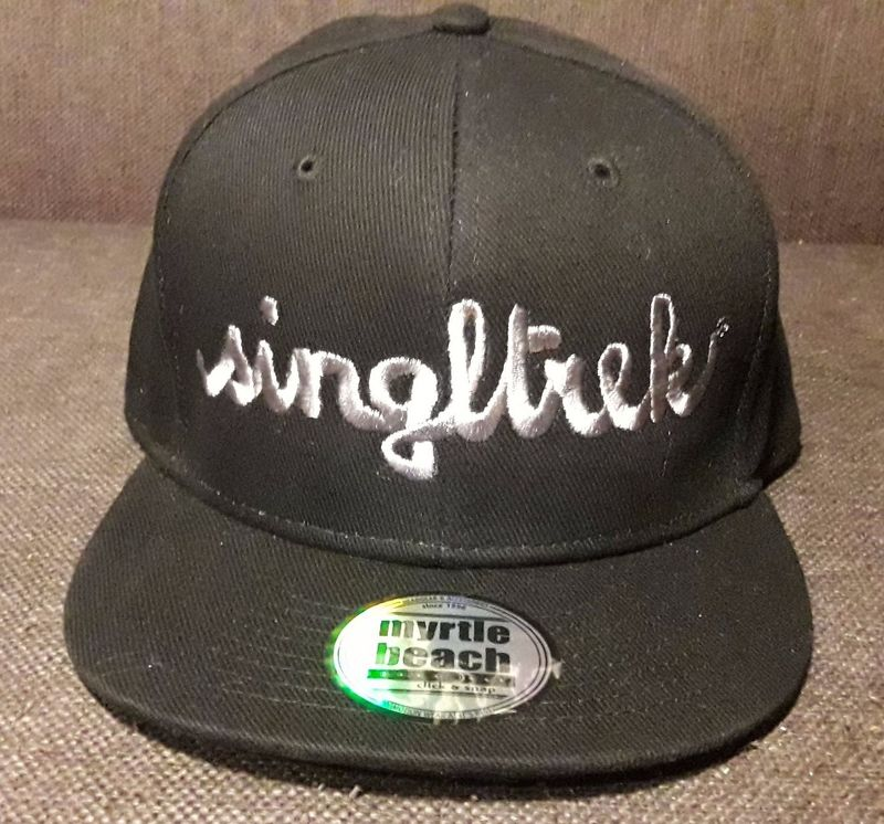 Singltrek cap black with gray embroidery